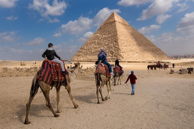 PRIVATE TOUR TO THE PYRAMIDS OF GIZA