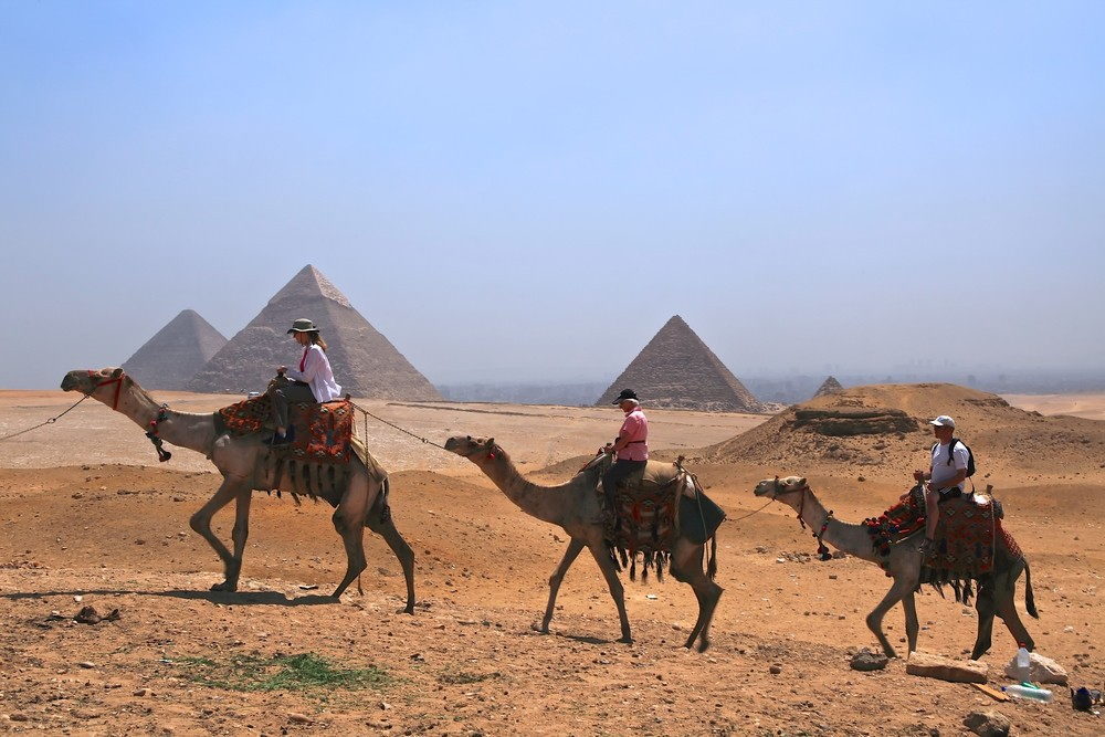 THE THREE PYRAMIDS TOUR